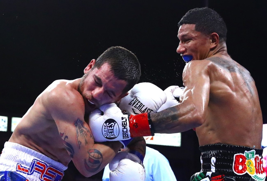 0-Miguel_Berchelt_vs_Jason_Sosa_action8-1300x915