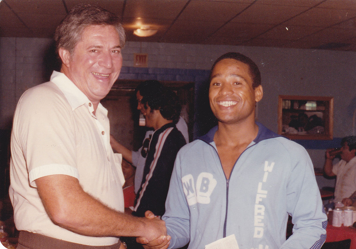 1200px-Joe_McLaughlin_interview_with_Wilfred_Benitez_WW_Boxing_Champ_1980